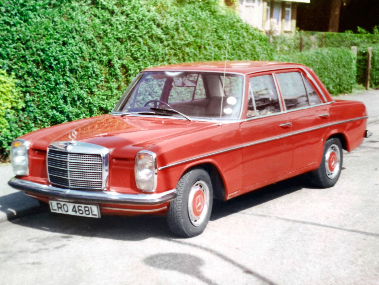 Mercedes W115 in red